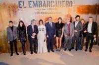 Fotografía del equipo y los actores de la serie