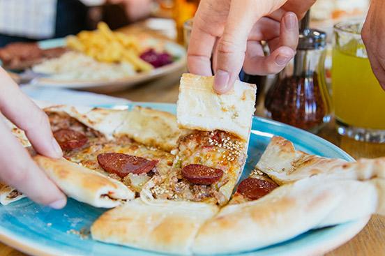 Fotografía del pide restaurante de comida turca en Sofra Valencia